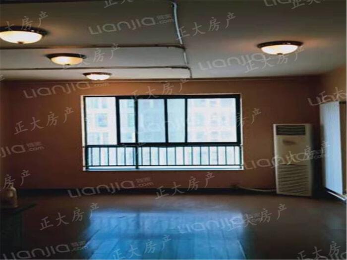 滨江国际 1室0厅 70.00万