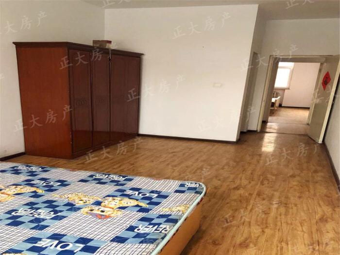 于底小区 3室2厅 1400.00元