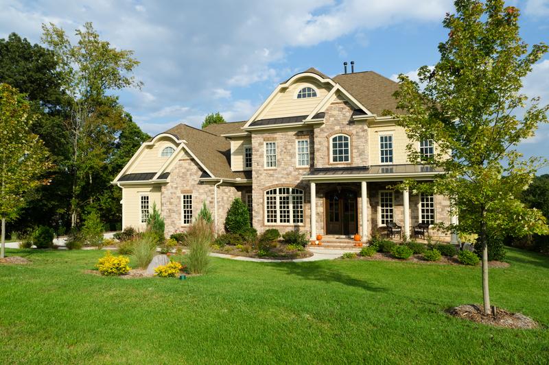 该不该换掉市区的房子,去买郊区的大房子?